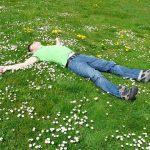演技の基本はリラックス!寝ながらできる腹式呼吸のやり方とは?