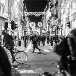 人混みの交差点を、誰ともぶつからずに歩ける人は、役者に向いている。