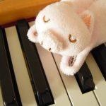あやつり人形、かわいく弾いて踊らせたい♪難易度と弾き方を解説。(発表会で人気のピアノ曲ローデ「マリオネット」)