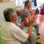 認知症高齢者に対するタンバリンを使った音楽療法〜その方法と効果とは?使い方、叩き方から、ノンバーバルコミュニケーションまで