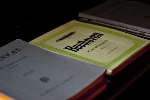 クラシック楽譜の選び方:原典版や解釈版の違いをピアノ講師が解説!