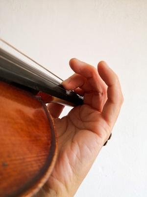 バイオリン、指のビブラート練習1