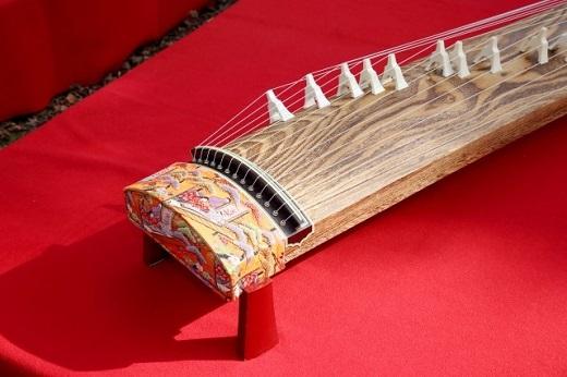 箏(あるいは琴)