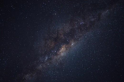 無限に広がる静寂の宇宙
