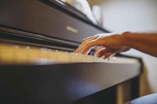 ピアノ初心者、経験者にもおすすめの最新電子ピアノ